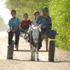 Familie-am-Weg-nach-Mari-Turkmenistan