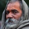 Guru-am-Weg-zum-heiligen-Bad-Indien